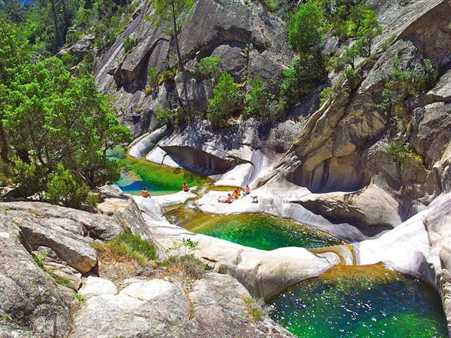 Top 20 des plus beaux coins pour pratiquer la baignade for Piscine naturelle cascade