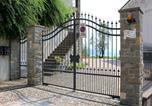 Location vacances  Province de Brescia - Luxurious Apartment at In Vello Italy with Balcony-4