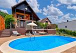 Location vacances Hrašćina - Awesome home in Sveti Ivan Zelina w/ Outdoor swimming pool, Jacuzzi and 2 Bedrooms-1