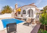 Location vacances Empuriabrava - Splendid Holiday Home in Empuriabrava with Private Pool-1