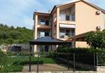 Location vacances Dobrinj - Ferienwohnung mit Pool und Garten in Soline-3