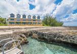 Location vacances  Iles Cayman - Coconut Bay #109 (Condo)-3