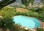 Location vacances Assisi - Apartment with 2 bedrooms in Assisi with shared pool and Wifi-1
