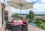 Location vacances Milna - Family friendly apartments with a swimming pool Milna, Brac - 18051-1