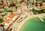 Location vacances Baška - Apartments with Terrace-3