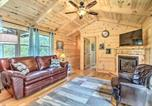 Location vacances Williamstown - Cozy Cabin with Hot Tub and Deck in Hocking Hills!-1