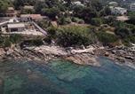 Location vacances  Corse du Sud - Villa pieds dans l'eau avec accès mer-3