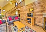 Location vacances Worthington - Hocking Hills Hideaway with Hot Tub, Fire Pit and Views-1