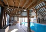 Location vacances Staplehurst - Wonderful Holiday Home in Linton Kent with Covered Pool-2