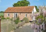 Location vacances Yaxham - Beekeepers Cottage-1