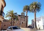 Location vacances Sierra de Fuentes - At las palmeras 1-2