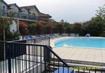 Location vacances Lagarde-Hachan - Le Hameau du Lac dans résidence avec piscine classé 1 étoile-4