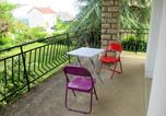 Location vacances La Vineuse - Holiday home Rue du Perthuis-1