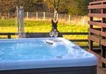 Location vacances  Wanlockhead - Glen Bay Lodge Farm stay with Hot Tub-1