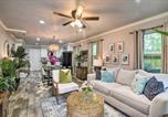 Location vacances Galveston - Vibrant Coastal Home about 1 Mi to Pleasure Pier!-4