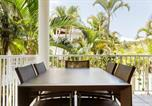 Location vacances Noosaville - Stylish Tropical Oasis Apartment with Hot Tub and Four Pools-3
