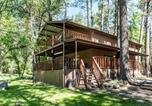 Location vacances Ruidoso - Sleepy Hollow on the River, 3 Bedrooms, Sleeps 8, Hot Tub, Foosball-2