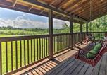 Location vacances Sevierville - Charming Cabin w/Hot Tub - 3 Mi to Dollywood!-3