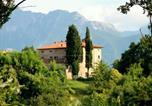 Location vacances  Province de Massa-Carrara - Historic Cottage in Fivizzano with Swimming Pool-1