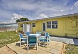 Location vacances Satellite Beach - Beachside House, Walk 4 Blocks to the Beach!-2