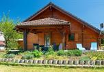 Location vacances Le Ménil - Chalet La Calougeotte avec jardin clos et sauna privatif-1