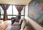 Location vacances Maunaloa - Waikiki Sunset 2105 Paradise Awaits 1-bedroom Superior Suite with Incredible Views-4
