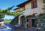 Location vacances Loro Ciuffenna - Comfortable Holiday House with swimming pool in Tuscany-1