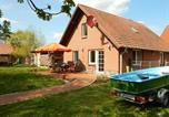 Location vacances Parchim - Modern Cottage near Lake in Neu Poserin-1
