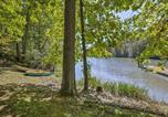 Location vacances Williamstown - Hocking Hills Lake Cabin with Hot Tub, Deck and Dock!-3