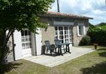Location vacances Baignes-Sainte-Radegonde - Gîte & Chalet Les Bellesvues-1