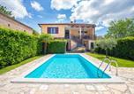 Location vacances Tinjan - Villa Leon, Wonderful Family Apartment with Pool-1