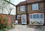 Location vacances Middleton - Romantic Flint Cottage on the Suffolk Coast-1