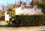 Location vacances Saint-Aubin-du-Plain - La Petite Maison Blanc-1