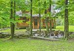Location vacances Clarks Summit - Lake Wallenpaupack Cabin with Shared Pool!-2