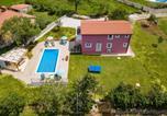 Location vacances Tinjan - Villa May-1
