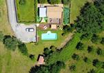 Location vacances Apiro - Villa with 2 bedrooms in Castelplanio with wonderful mountain view private pool enclosed garden 30 km from the beach-4