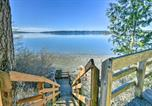 Location vacances Oak Harbor - Cozy La Conner Home w/Views & Deck Steps from Bay!-2