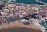 Location vacances  Province de Crotone - Casa di Rino - sul lungomare zona Porto Lega Navale-2
