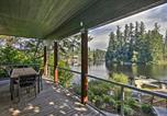 Location vacances Shelton - Renovated Olympia Cabin with Private Dock on Lake-2