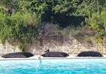 Location vacances Saintes - La Loge du Grand Cèdre, chambre d'hôtes Socosy-1