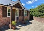 Location vacances Lymington - Oak Tree Cottage-2