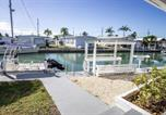 Location vacances Summerland Key - Reel Living 2bed/1bath Waterfront Beachy Cottage-2