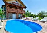 Location vacances Marija Bistrica - Beautiful home in Donja Zelina w/ Outdoor swimming pool and 3 Bedrooms-2