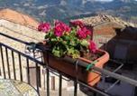 Location vacances Castelbuono - Maria Banana Guest House-4