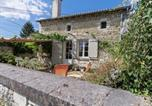 Location vacances  Vienne - Vintage Holiday Home in Sossais with Garden-1