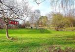 Location vacances  Suède - Holiday home Sköndal-1