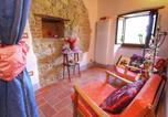 Location vacances Monte Santa Maria Tiberina - Rustic Cottage in Umbria with open terrace and garden with seating-4