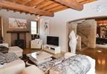 Location vacances Théziers - Awesome home in Vallabregues w/ Outdoor swimming pool, Jacuzzi and 6 Bedrooms-2