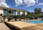 Location vacances  Corse du Sud - Belle villa avec piscine chauffée sur un magnifique jardin arborée dans le maquis-1