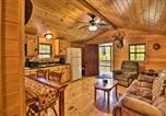 Location vacances Bridgeport - Hooah Cabin Retreat with Grill and Step Free!-1